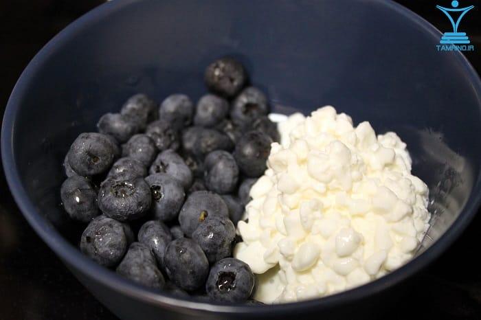 پنیر نرم دلمه شده با انواع توت ها tamrino.ir