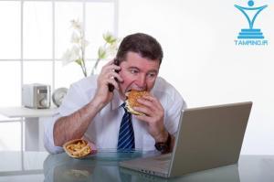 لپتین گرسنگی همبرگر کارمند لپتاپ میز کار tamrino.ir